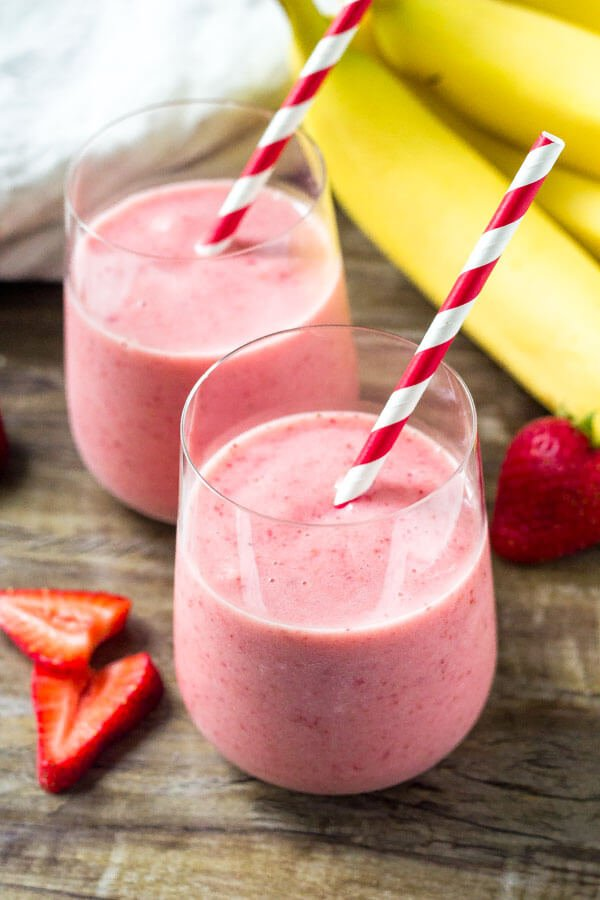 Strawberry Banana Smoothie with only 3 ingredients. An easy, healthy smoothie recipe.