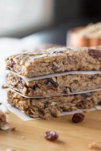 Delicious cookie flavor without having to turn on the oven. These Chewy Oatmeal Cookie Granola Bars are so easy to make, have no refined sugars & completely guilt free!