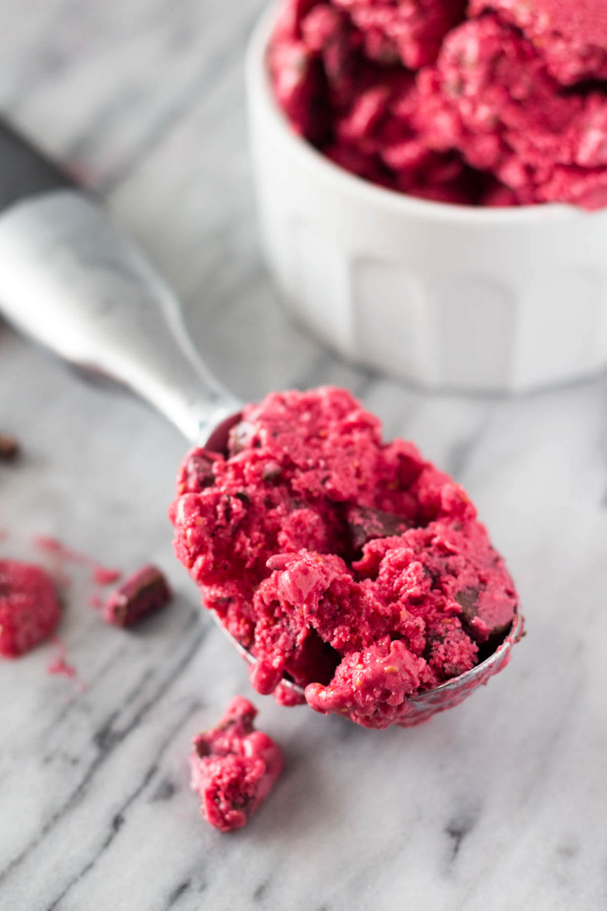 Cold, creamy Dark Chocolate Raspberry Frozen Yogurt. With no refined sugars & made without an ice cream maker, this no-churn frozen yogurt is the perfect way to cool off!