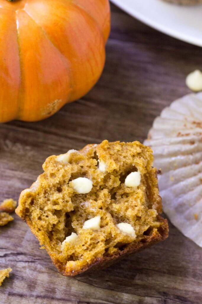 These pumpkin white chocolate chip muffins are fluffy, moist and filled with white chocolate chips. The pumpkin flavor & spices go deliciously with sweet white chocolate for a combo that's completely delicious.