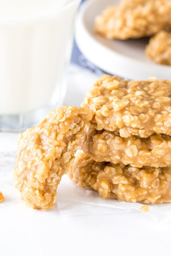 Peanut Butter No Bake Cookies - filled with oatmeal, only 6 ingredients and so easy