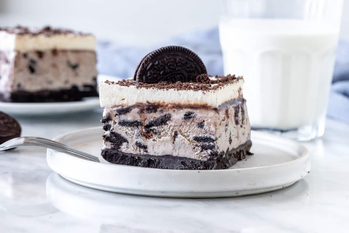 Lice of cookies and cream ice cream cake