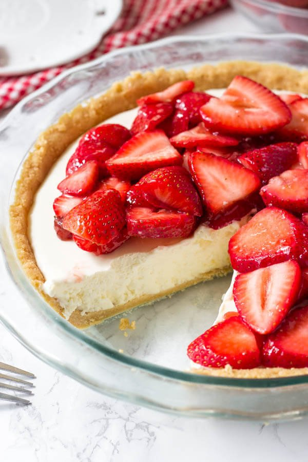 This strawberry cream cheese pie has a deliciously creamy filling and tons of fresh strawberries. It's an easy, no bake pie recipe that's perfect for warm weather