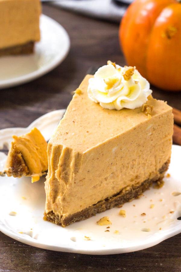 No Bake Pumpkin Cheesecake Recipe - it's like an extra creamy pumpkin pie