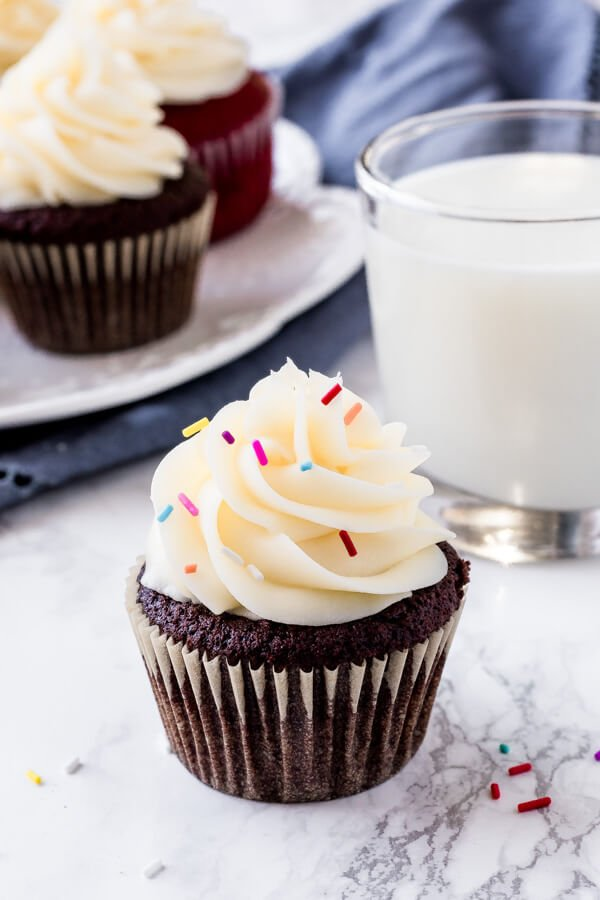 Cream Cheese Frosting that's thick, creamy, a little tangy, pipes beautifully and holds its shape.