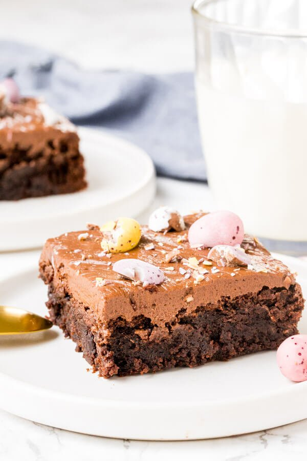 Fudgy brownies, creamy chocolate frosting & delicious Easter candies - what's not to love about these Mini Egg Brownies? These incredible brownies are the perfect Easter treat.