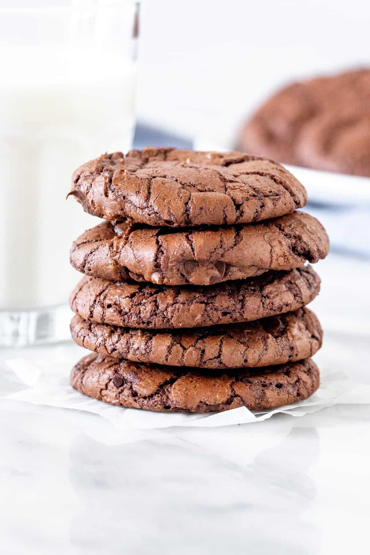 Stack of 5 brownie cookies.